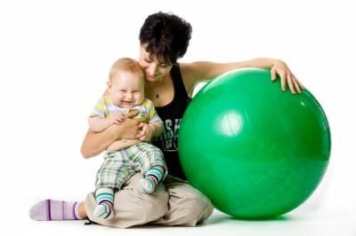 Упражнения на фитболе для малышей